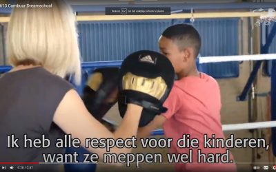 Wethouder Gemeente Leeuwarden bokst mee op bokschool Frisia